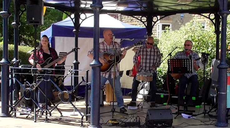 Fast Rattlers - Ilkley Bandstand - 11-08-18 - colour